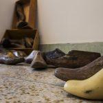 Installation galerie: Vidéo processus de création, marelle au sol dessinée, artefact collection du musée de l'institut (mémoire des lieux)